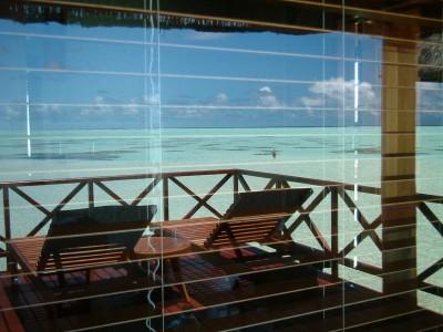 2004年4月 オルベリ 窓に反射した海