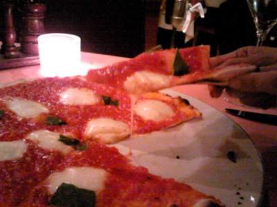 シンプルなピザ
